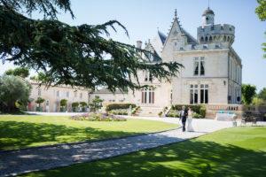 Le Jardin De Ce Mariage à La Cérémonie En Extérieur Et En été.