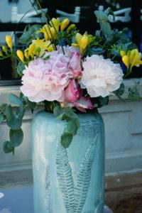 Bouquet Coloré Et Composition Florale De Décoration De Mariage Bohème Et élégante.