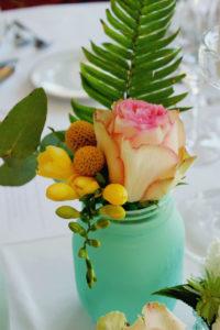 Feuillage Vert; Rose Et Fleur Jaune Pour Composition Florale Et Décoration Colorée.
