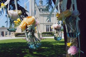 Bouquets De Fleurs Avec Ruban Avec De Multiples Couleurs.