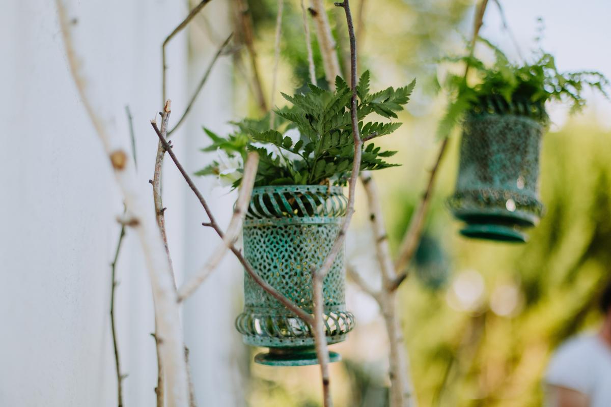 Composition florale fougère : décoration de mariage et événement.