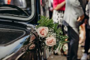 Décoration En Fleur De Voiture De Mariage Par Elisabeth Delsol.