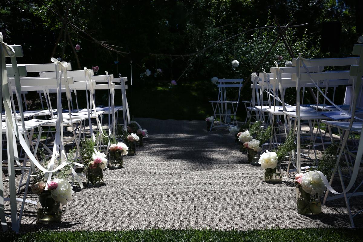 Décoration de cérémonie de mariage champêtre chic au Cap Ferret par la décoratrice Elisabeth Delsol.