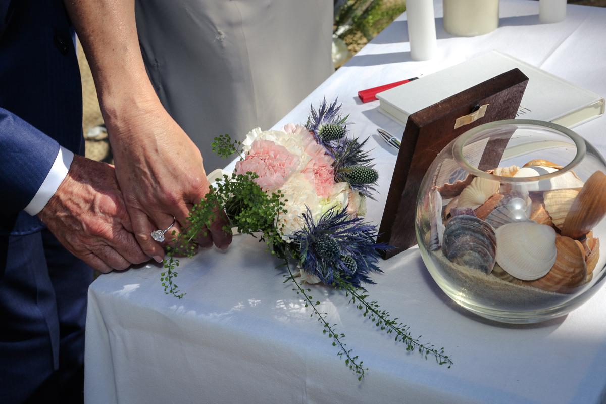 Bouquet de mariée champêtre chic de ce mariage au Cap Ferret.
