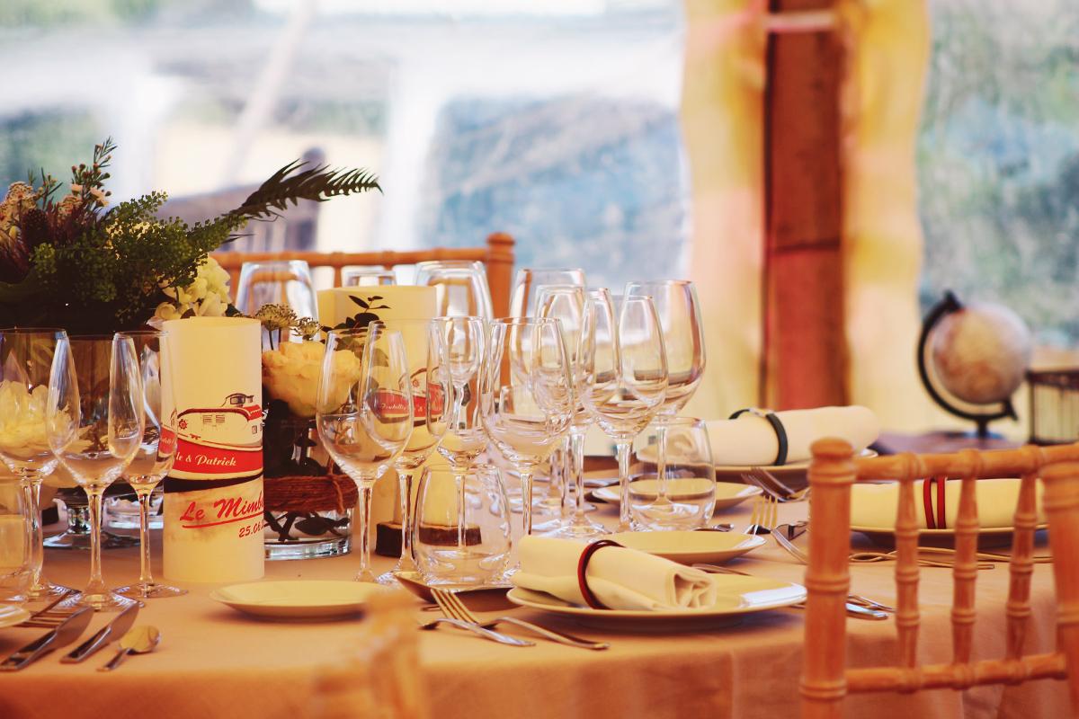 Décoration mariage chic et élégant au Cap Ferret par la décoratrice Elisabeth Delsol.