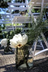 Décoration De Cérémonie En Bouquets De Fleurs De Pivoine Blanche En Gironde.