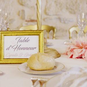 Décoration Et Fleur Sur Le Thème Or Pour Mariage Et événement.