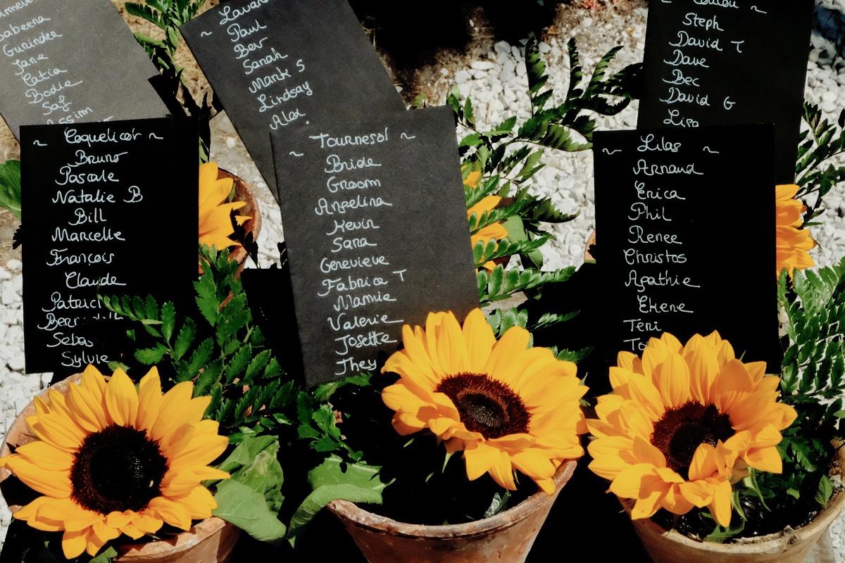 Fleur de tournesol en déco de mariage champêtre rustique à la campagne du Sud Ouest.