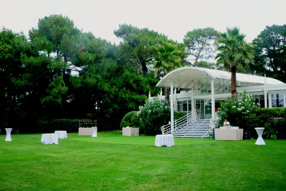 Décoration mariage juif à la houppa en pleine nature au style champêtre.
