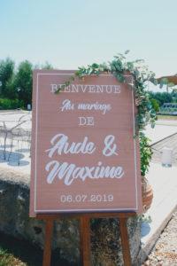 Panneau Bienvenue Au Mariage En été Au Lieu De Réception Du Sud Ouest.