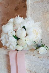 Bouquet De Mariée En Pivoines Blanches Pour Mariage Bohème Chic.