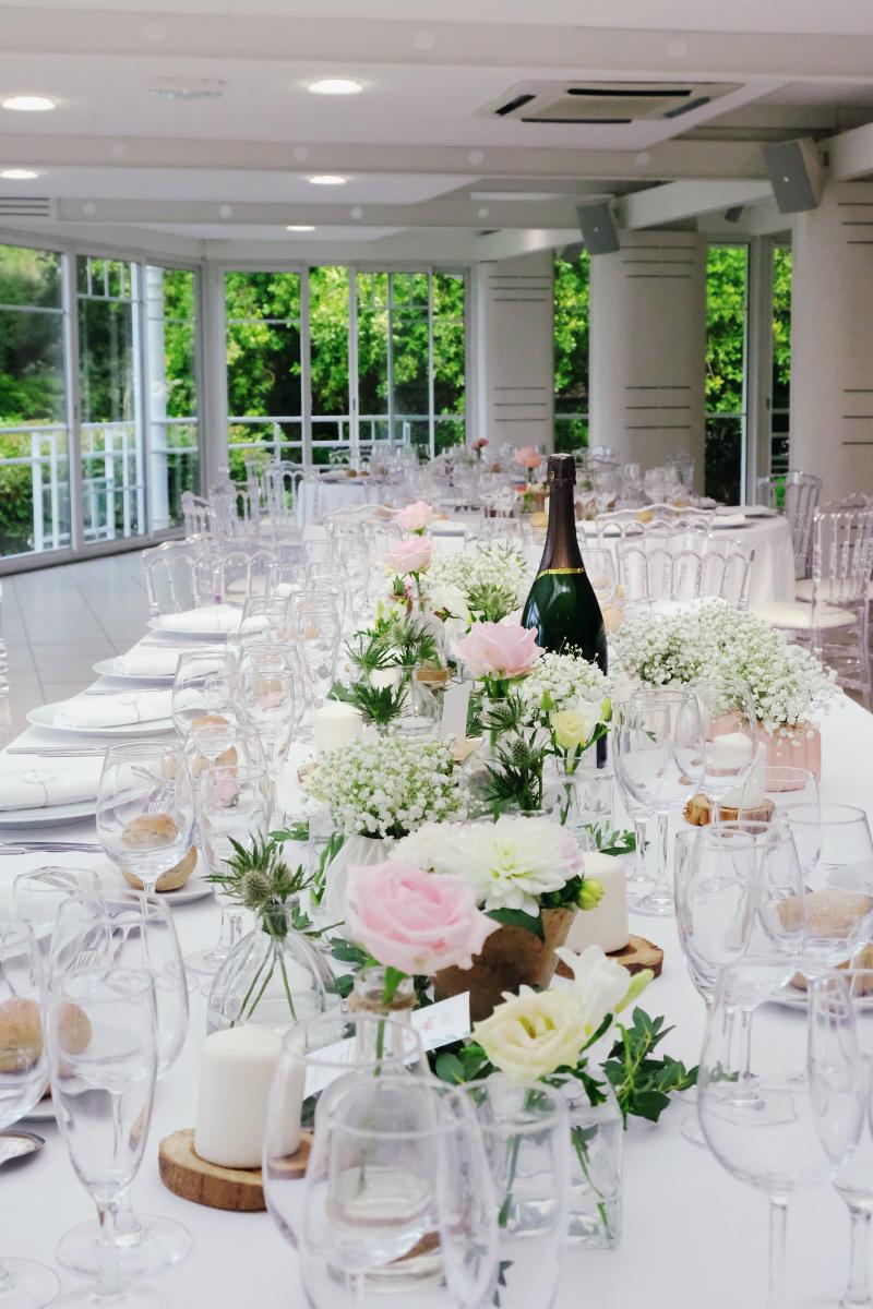 Centre de table mariage champêtre en décoration et fleurs.