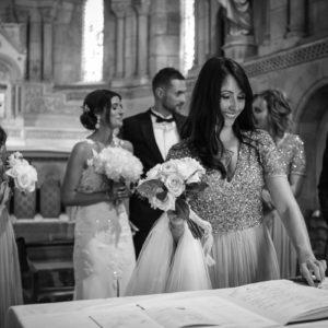 Bouquet De Demoiselle D'honneur Champêtre Et Chic Lors De Mariage à L'église.