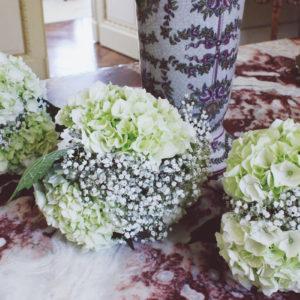 Bouquet De Demoiselle D'honneur Champêtre Chic En Hortenisa Et Gypsophile.