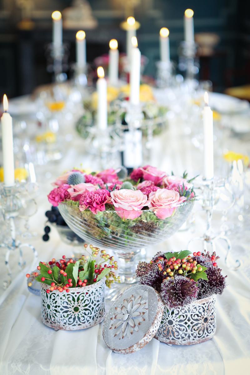 Bouquet en oeillet de mariage et événement lors de décoration et composition florale champêtre et chic.