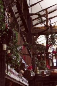 Cerceau Fleuri De Mariage à La Décoration En Fleurs De Salle Et Cérémonie Champêtre.