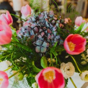 Composition Florale En Tulipe De Mariage Lors De Décoration Et Bouquet En Fleur.