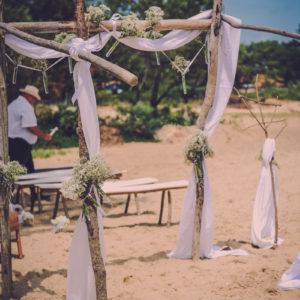Décoration De Mariage En Bord De Mer Aux Bouquets Champêtre Et Chic.