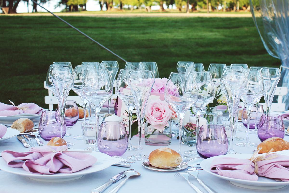 Décoration fleurs de juillet et mariage champêtre au bouquet de saison de l'été.