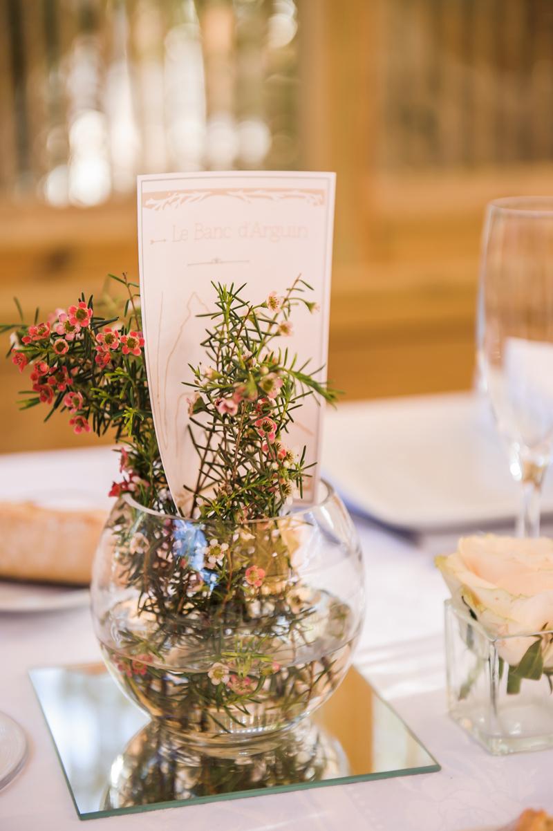 Fleurs du mois d'août de mariage champêtre à la déco et au bouquet d'événement chic.