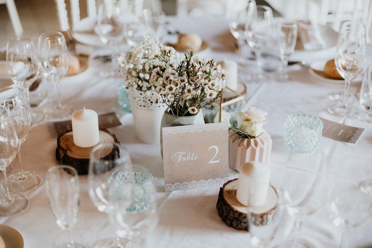 Fleur de cire de geraldton ou wax en bouquet de mariage et de décoration de couleur blanche.