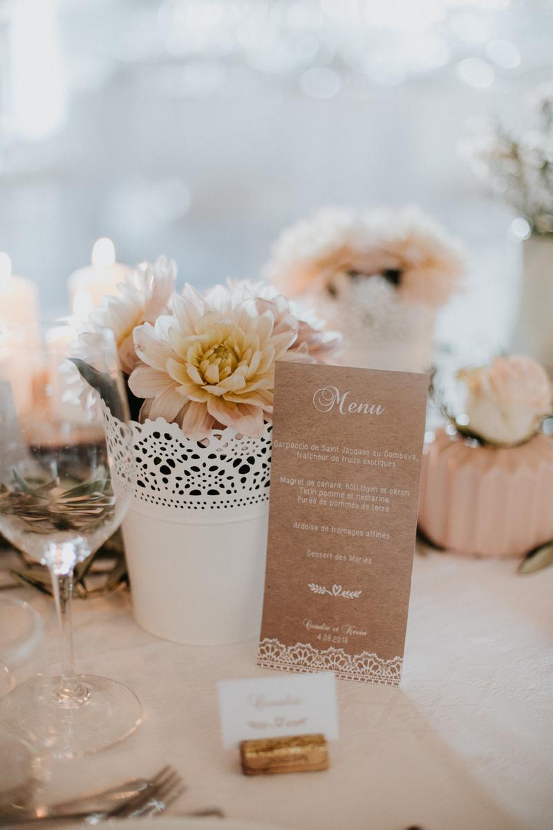 Fleurs du mois d'octobre de mariage champêtre à la déco et au bouquet d'événement chic.