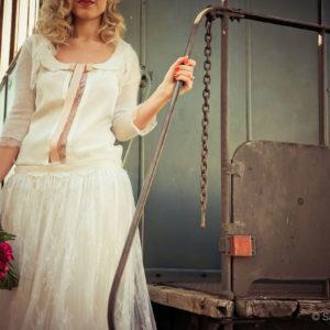 Bouquet De Mariée De Mariage Vintage Au Thème Rétro Chic En Roses De Couleur Rouge.