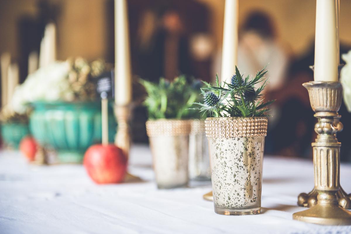 Fleurs du mois de mai pour mariage et événement champêtre et bouquet de décoration en chardon.
