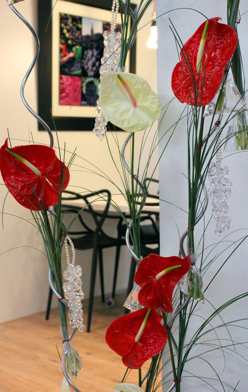 Fleurs du mois de mai pour mariage et événement champêtre et bouquet de décoration en anthurium.