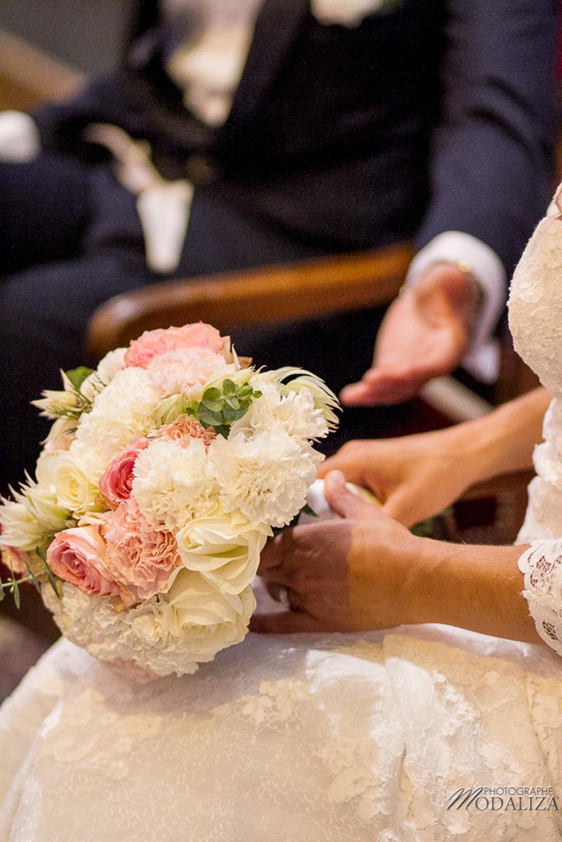 Fleurs du mois de mai pour mariage et événement champêtre et bouquet de décoration en oeillet.