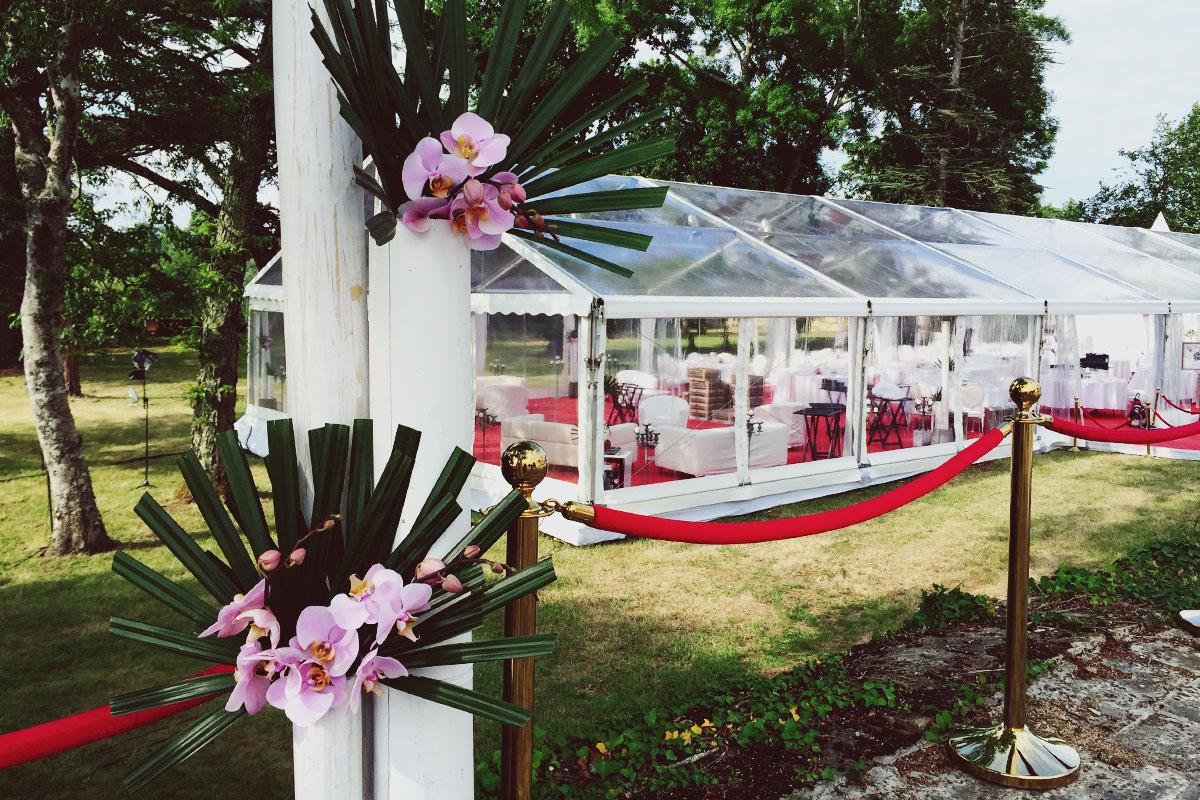 Fleurs du mois de mai pour mariage et événement champêtre et bouquet de décoration en orchidée.