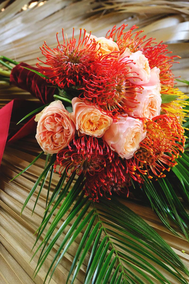Château Smith Haut Lafitte mariage et décoration aux bouquets de fleurs atypiques et colorés.