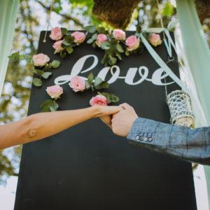 Mur De Fleurs Et Panneau Floral De Décoration De Mariage Et événement Avec écriture.