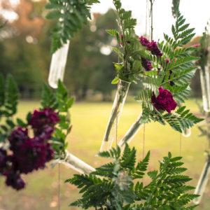 Mur De Fleurs Et Panneau Floral De Décoration De Mariage Et événement En Extérieur Et Pleine Nature.