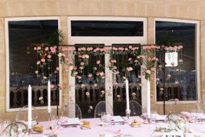 Mur De Fleurs Et Panneau Floral De Décoration De Mariage Et événement En Rose.