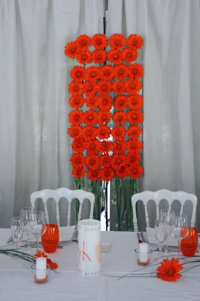 Mur de fleurs et panneau floral de décoration de mariage et événement en gerbera.
