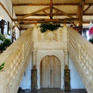 Décoration Escalier En Fleur De Salle De Mariage Chic Et Champêtre.