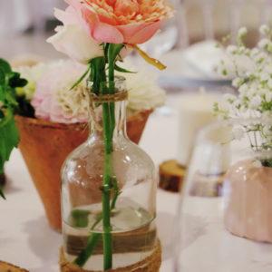 Vase Bouteille En Verre Mariage Et Décoration En Fleur De Rose Champêtre De Centre De Table.