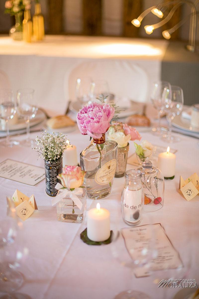 Vase bouteille en verre mariage et décoration en fleur chic et bohème de centre de table.