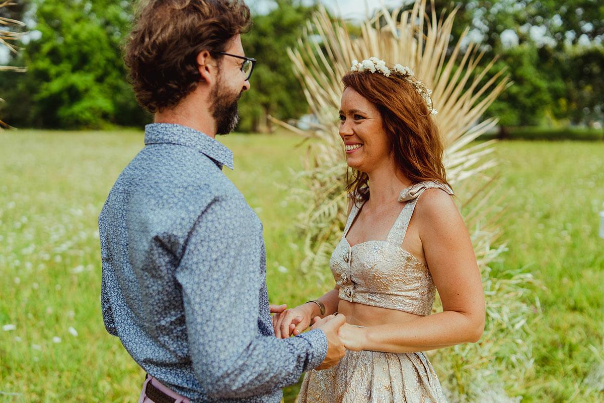 Décoration mariage en fleurs séchées et une arche de cérémonie avec mes mariés.