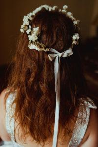 Décoration Mariage En Fleurs Séchées Et Une Couronne De Fleur Blanche.