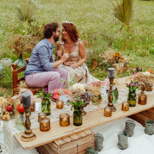 Décoration Mariage En Fleurs Séchées Idéal Sur L'été Et L'automne Lors De Réception Et Dîner Dans Un Jardin.