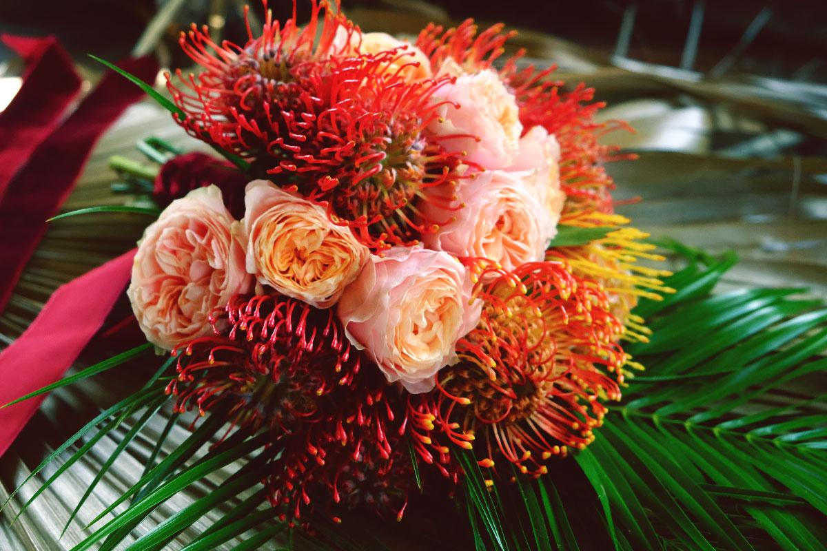 La nutans et leucospermum cordifolium comme fleur de composition florale ou bouquet de décoration de mariage et événement.