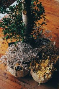 Fleurs Séchées Lors D'une Décoration à La Demeure Du Siècle.