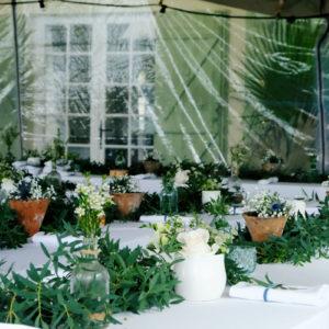 Mariage à La Demeure Du Siècle Au Cap Ferret Avec Un Chapiteau Posé Dans Le Jardin De La Villa.