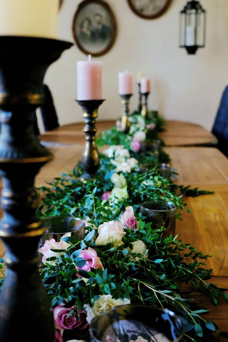 Le Château de Garde à Moulon et ma décoration de réception en fleurs des tables du lieu de mariage.