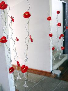 Décoration Et Fleurs Sur L'entrée D'une Boutique Au Pays Basque à Bayonne.