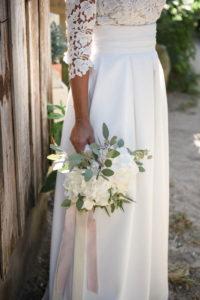 Bouquet De Mariée Blanc Champêtre En Hortensia Et Eucalyptus.