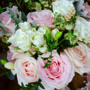 Bouquet De Mariée Champêtre En Rose De Couleurs.