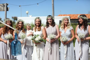 Bouquet De Mariage En Gypsophile Pour Mariée Et Demoiselles D'honneur Avec Des Fleurs Blanches.
